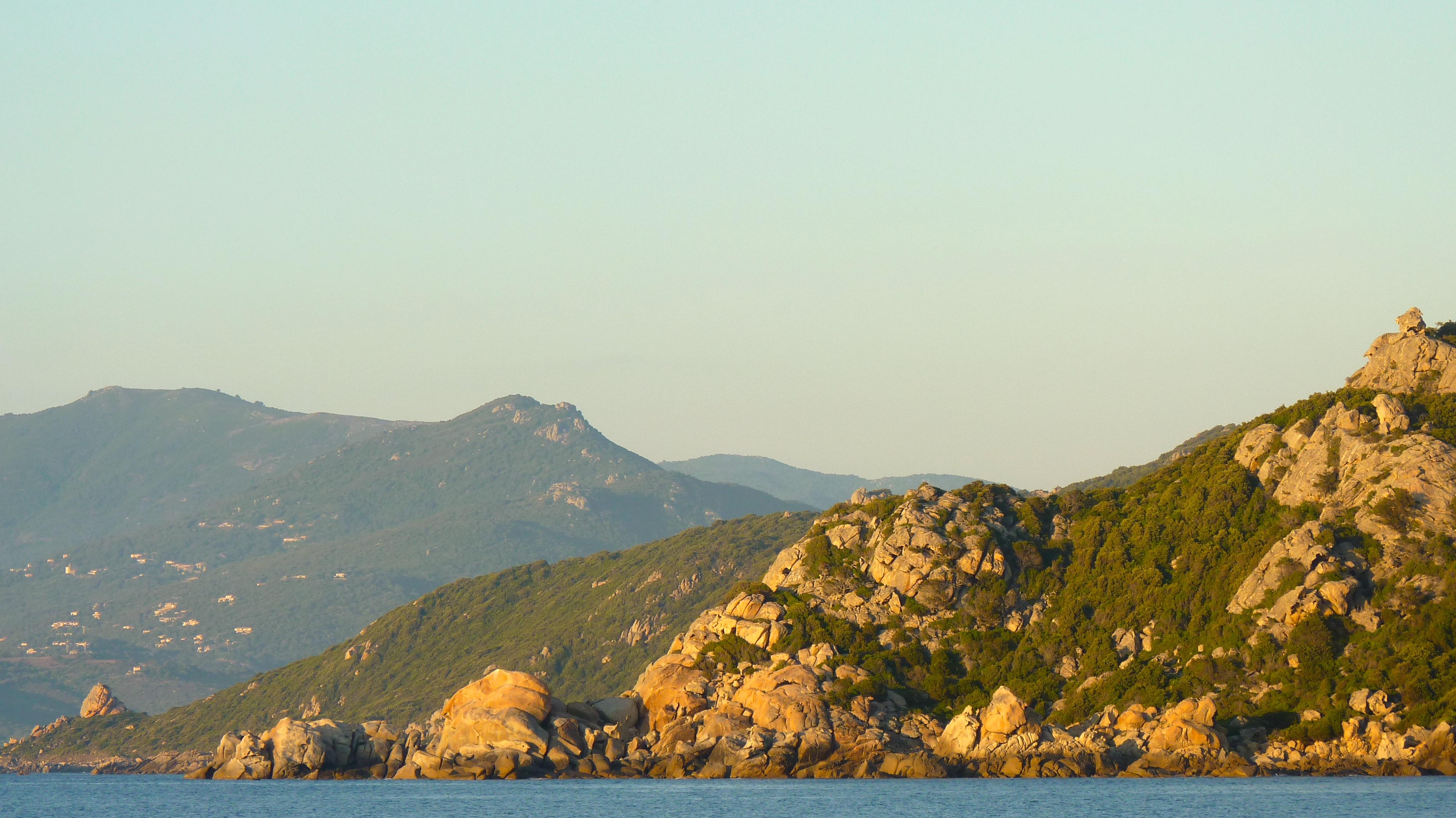 Corse vue depuis le voilier Isadora